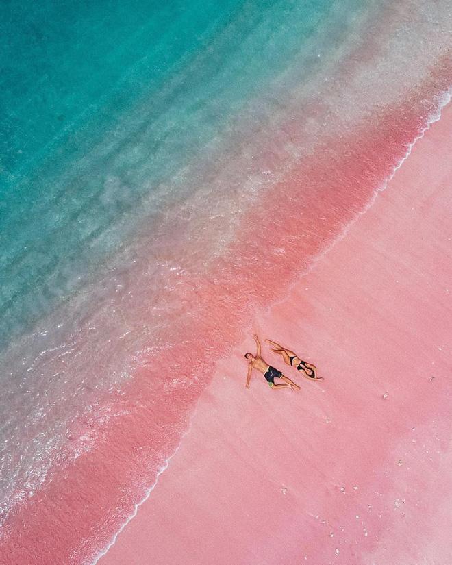 Nổi tiếng chưa được bao lâu, bãi biển Hồng tại Indonesia nay đã ngập rác  đến phát hoảng