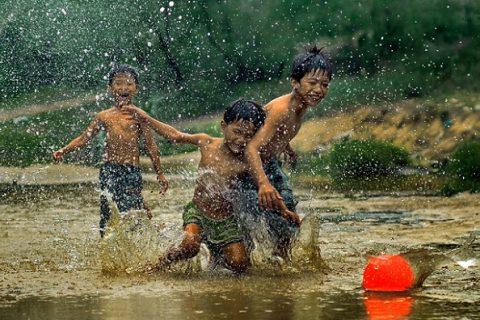 Những ngày mưa tuổi thơ
