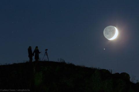 Ngọn Đồi, Mặt Trăng Và Sao Thổ - Khám Phá - Người Việt Phone