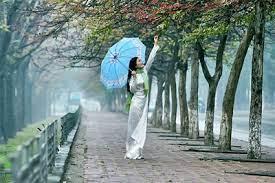 Đi dưới mưa phùn mùa Xuân | Tạp chí Quê Hương Online | Ủy ban Nhà nước về  người Việt Nam ở nước ngoài