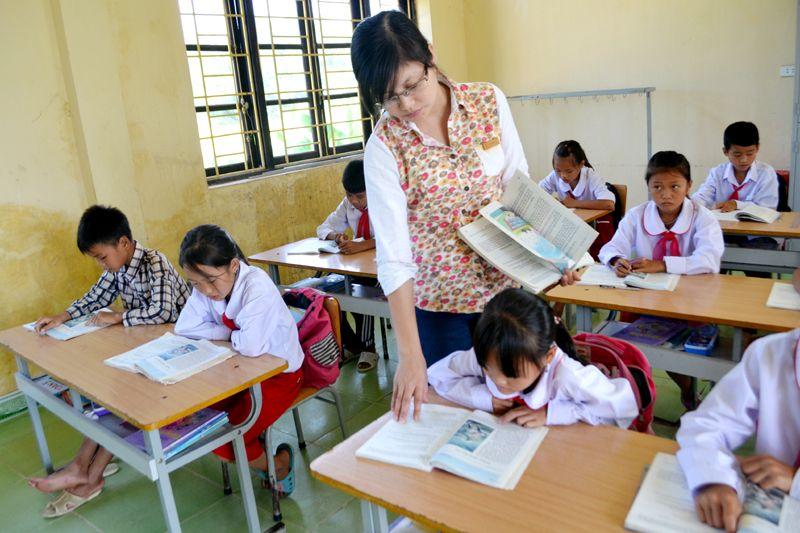 Kết quả hình ảnh cho cô giáo đang dạy học | Hình ảnh