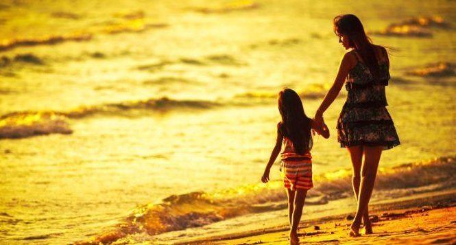 Cùng mẹ đi ngắm hoàng hôn trên biển nhé! - Dịch Vụ (QUAY PHIM CHỤP ẢNH &  DỰNG PHIM) Hà Nội - Datviet Media