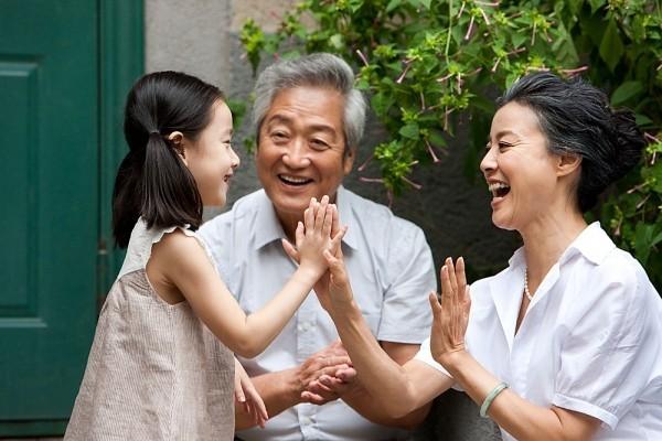 Sau khi trở lại thành phố chồng tôi muốn bán căn hộ chung cư để trả nợ cho  bố mẹ