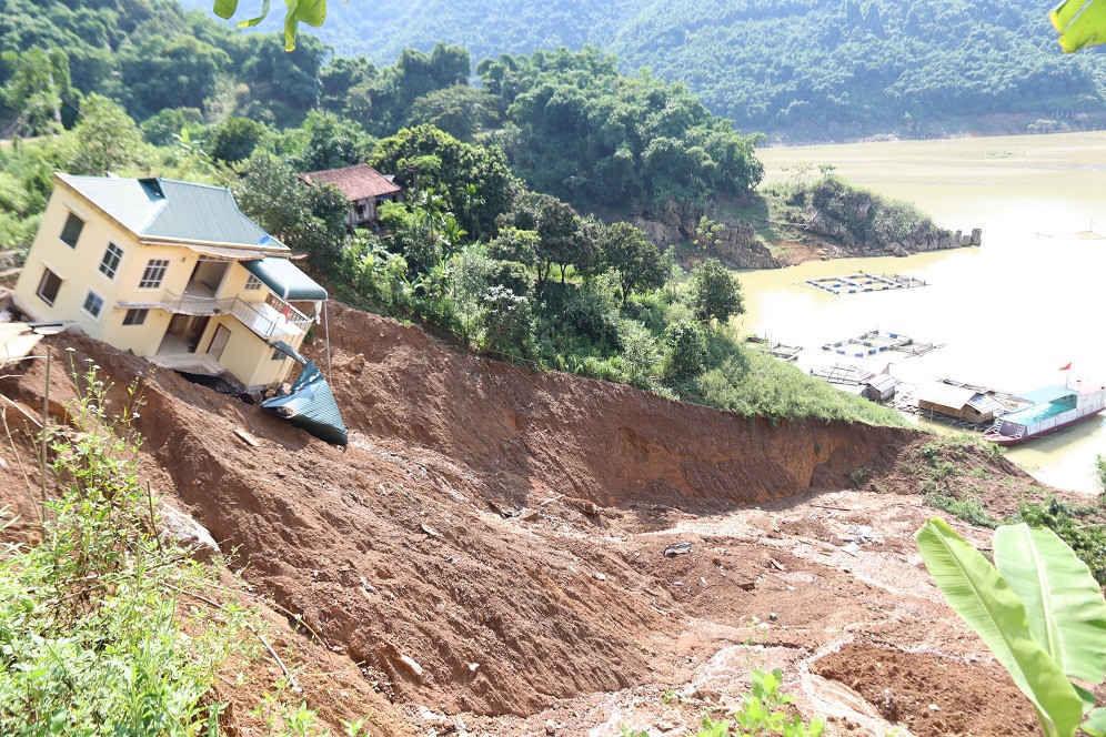 Hòa Bình: Chỉ đạo tập trung ứng phó với mưa lớn và lũ quét, sạt lở đất