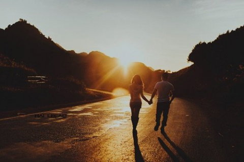 Hình ảnh 2 người nắm tay nhau đẹp ngọt ngào lãng mạn