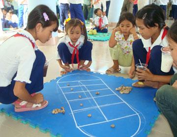 Phú Yên Online - Đưa trẻ quay về với trò chơi dân gian