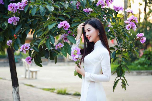 Thiếu nữ Hà thành đẹp dịu dàng bên hoa bằng lăng - Người đẹp - Việt Giải Trí