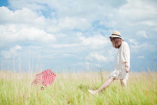 1001 bài thơ Tháng 4 với chủ đề hoa cỏ và tình yêu | IINI Blog