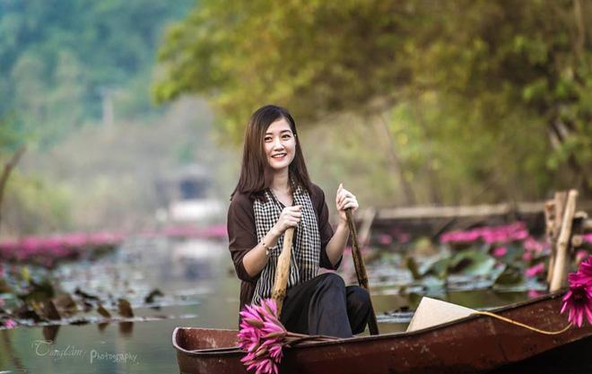 """Chân dung """"Cô lái đò chùa Hương"""" được dân mạng không ngừng tìm kiếm"""