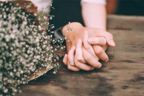 Hình ảnh nắm tay nhau lãng mạn và đẹp nhất cho cặp đôi