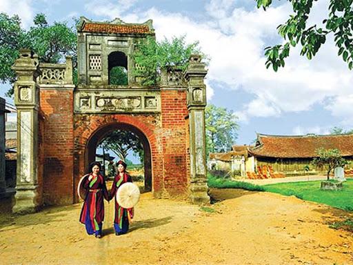 Cổng làng nơi lưu giữ hồn quê | Tạp chí Quê Hương Online | Ủy ban Nhà nước  về người Việt Nam ở nước ngoài