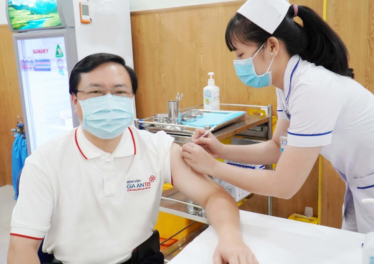Nhân viên Bệnh viện Gia An 115 được tiêm vaccine Covid-19 | Gia An 115