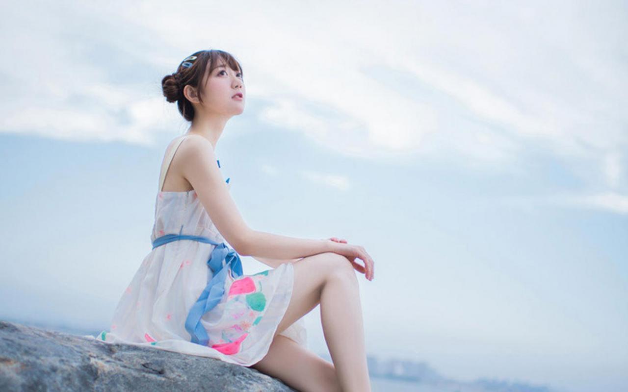 Ảnh đẹp gái xinh khoe sắc bên bờ biển - 01-08-2019