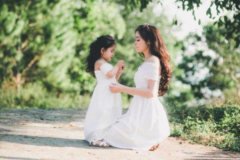 Bộ ảnh mẹ đơn thân xinh đẹp cùng con gái 4 tuổi đáng yêu như thiên thần  khiến nhiều người không ngừng xuýt xoa