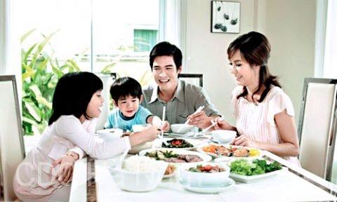 Bữa cơm gia đình – nền tảng của hạnh phúc và sức khỏe – CDC Hà Nam