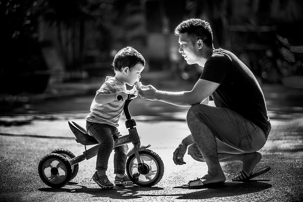 Hình ảnh về cha và con tình cảm xúc động nhất