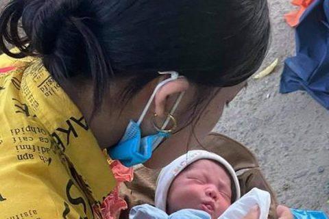 Em bé 9 ngày tuổi vượt ngàn cây số trên xe máy cùng cha mẹ về quê tránh  dịch - Báo Tiền Phong