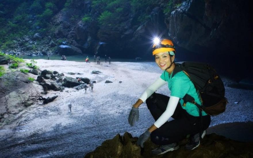"""4 ngày """"thót tim"""" của H'Hen Niê ở hang Sơn Đoòng - Kênh truyền hình Đài  Tiếng nói Việt Nam - VOVTV"""