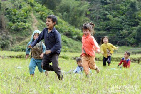 """Những """"giờ chơi"""" đặc biệt của trẻ em miền núi Tây Nghệ   Xã hội   Báo Nghệ  An điện tử"""
