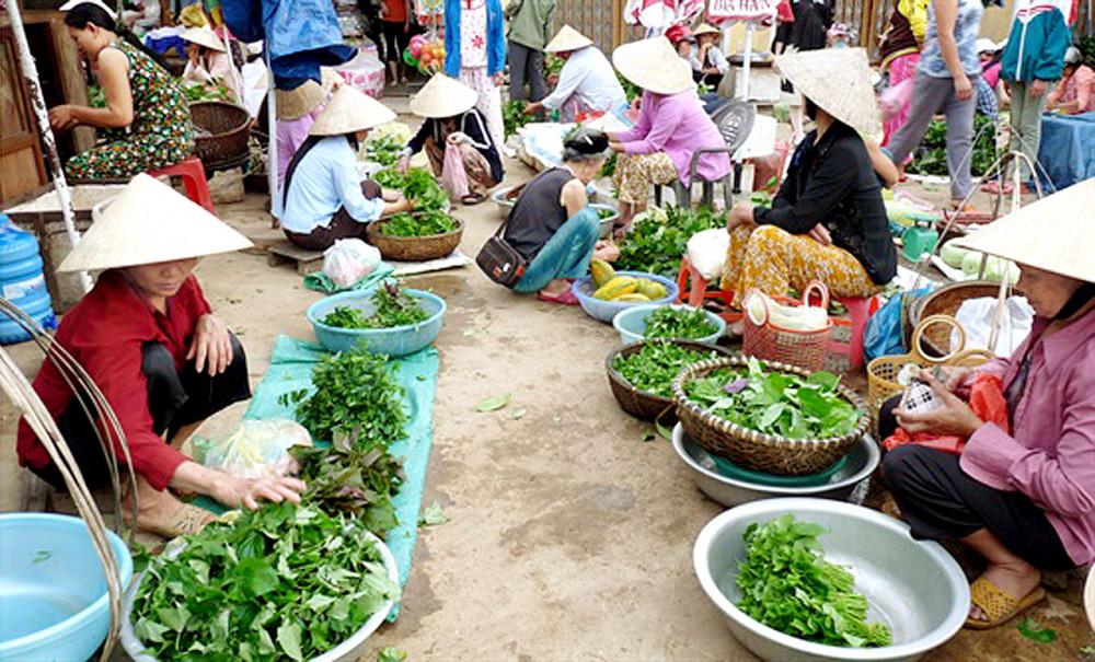 Chợ quê lam lũ - Báo Phụ Nữ
